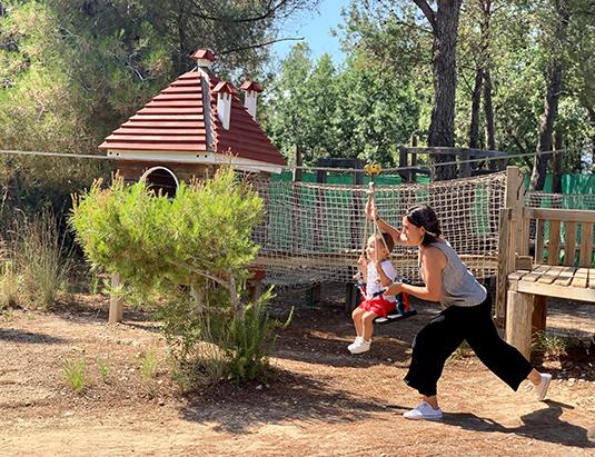 https://granjaaventurapark.com/wp-content/uploads/GRA_Fotos_carrusel_Granja_Aventura_Park_actividades_aventura_circuito_entre_arboles_535x411_07.jpg